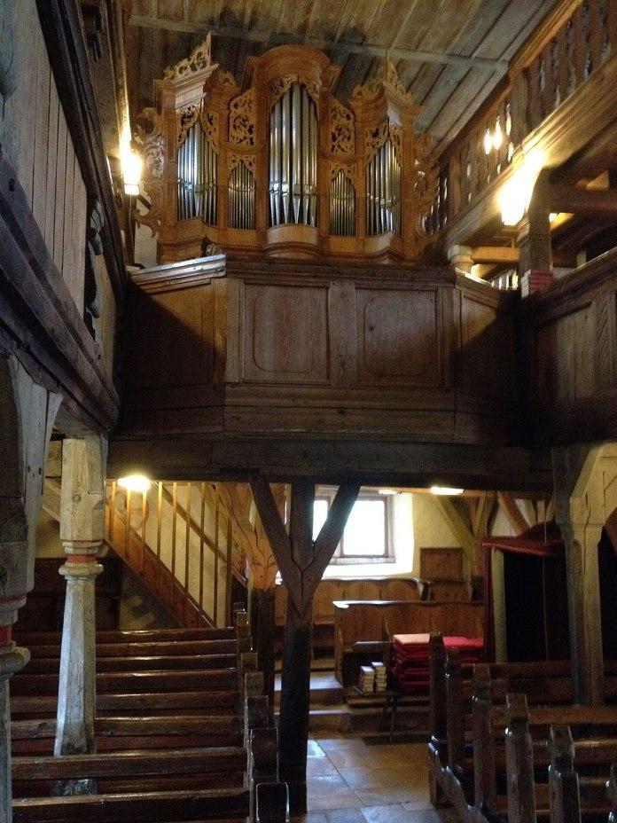 Markus hatte die Kirche angekündigt als »kleinstes Opernhaus der Welt«, womit er nicht ganz unrecht hat.