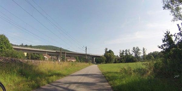 … einfach wegfahren. Burgsinn (Tip: am Bahngelände weiterfahren, statt dem Radwegschild zu folgen – geht schneller und ist nicht rumpeliger als das Gegurke durch Burgsinn).