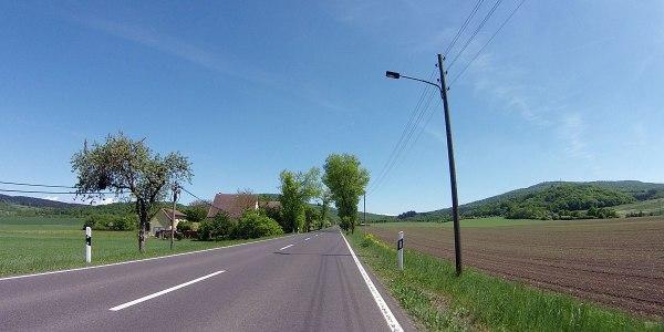 In Römhild biege ich diesmal auf die L1132, um zwischen den beiden Gleichbergen hindurchzufahren.