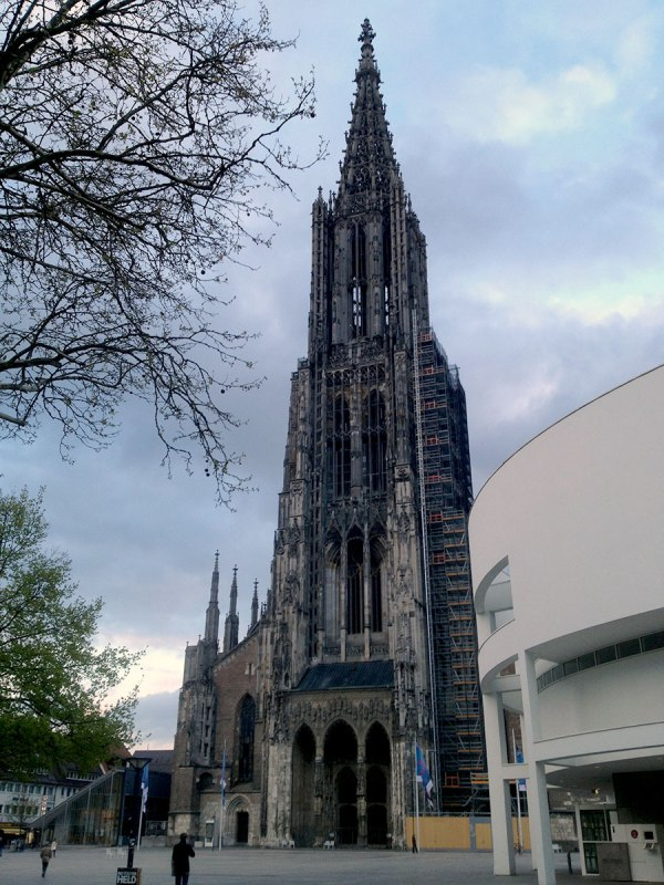 Ulm erreichen wir am frühen Abend, dort hat es offensichtlich stark geregnet – wir haben keine 5 Tropfen abbekommen. Glück gehabt!
